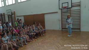 IMG_20180605_100054-300x169 Jharna Kala képeket adtunk iskoláknak Pécsen